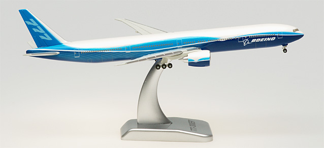 Boeing 777-300ER With Gear & Stand (1:400)