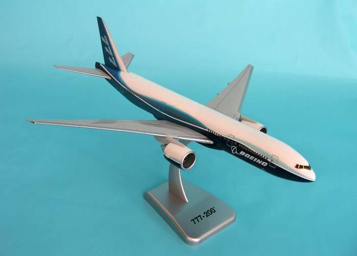"Boeing 777-200 (1:200) W/GEAR New Livery ""Dreamliner"""