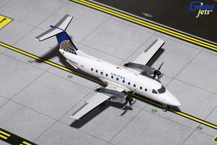 United Express EMB-120 Current Livery N660CT (1:200)