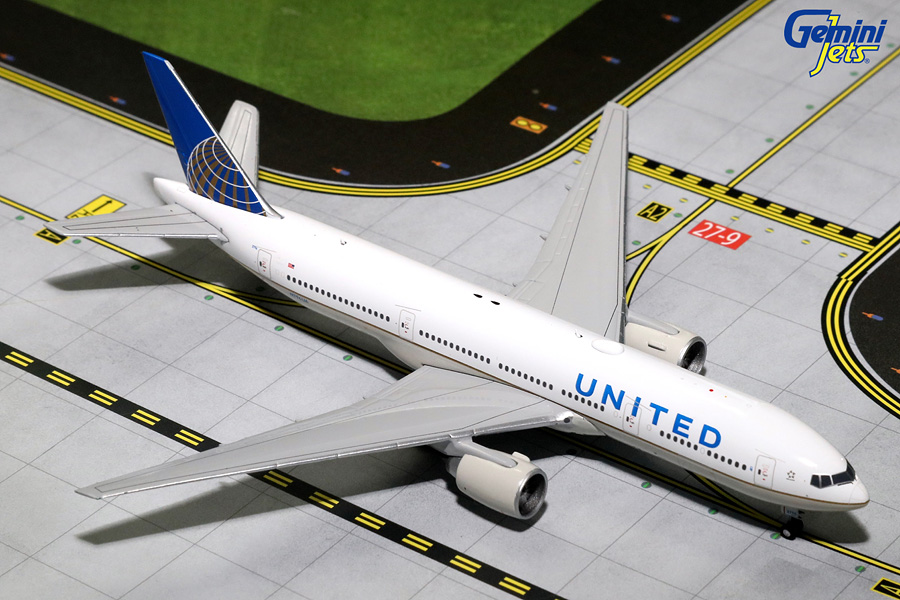 United Airlines B777-200ER N796UA (1:400) - Preorder item, order now for future delivery