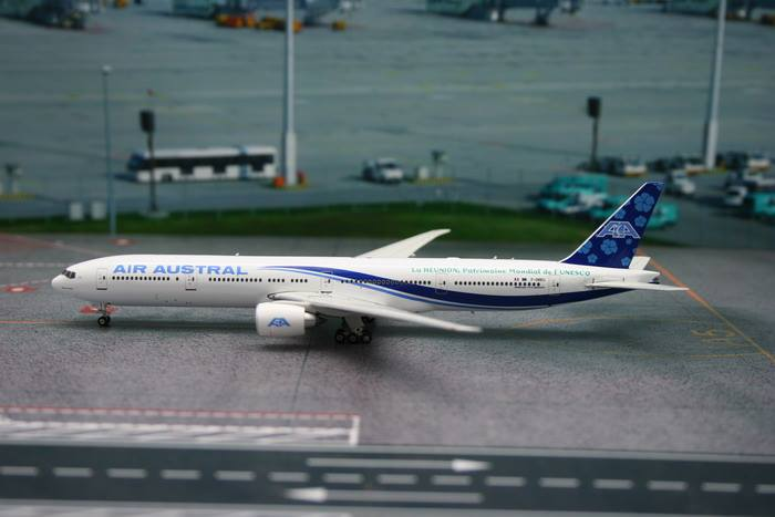 Air Austral B777-300ER F-OREU ((1:400)), Phoenix (1:400) Scale Diecast Aircraft Item Number PH4REU1224
