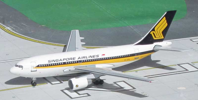 Singapore Airlines A310-222 9V-STK 1980s Colors (1:400), Byrd Models Item Number VM9VSTK