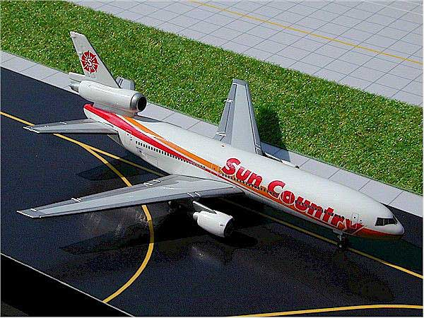 Sun Country DC-10 (New Colors) (1:400), GeminiJets 400 Diecast Airliners, Item Number GJSCX240