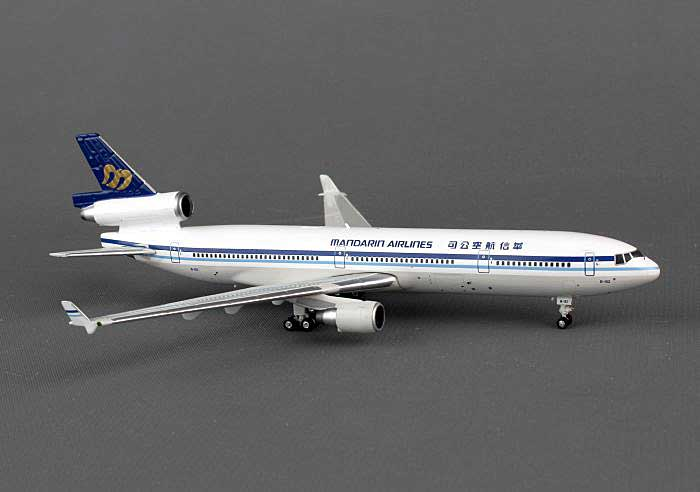 Mandarin MD-11 B-152 ((1:400)), Phoenix (1:400) Scale Diecast Aircraft, Item Number PH4MDA1204