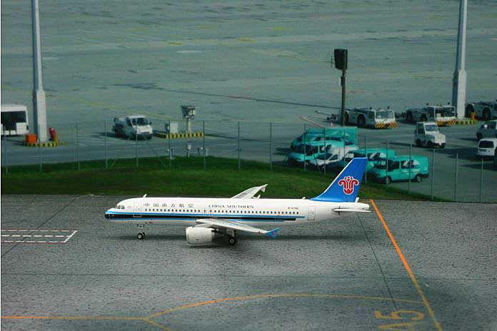 China Southern A320 B-6785 ((1:400)), Phoenix (1:400) Scale Diecast Aircraft, Item Number PH4CSN1299