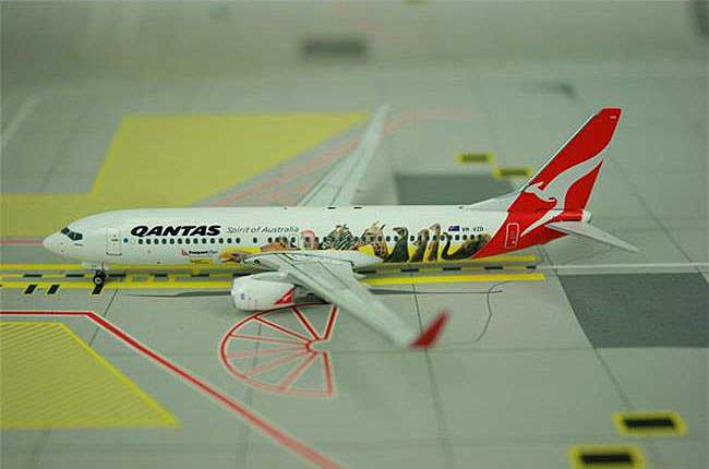 "Qantas B737-800 VH-VZD ""Optus with Animals"" ((1:400)), Phoenix (1:400) Scale Diecast Aircraft, Item Number PH4QFA791"