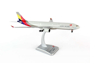 Asiana A330-300 W/GEAR REG#HL7754 (1:200), Hogan Wings Collectible Airliner Models Item Number HG4999G