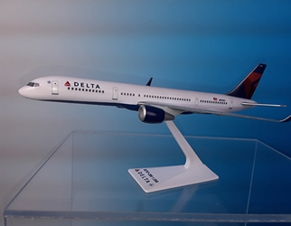 Delta B757-200 07-Current Livery (1:200), Flight Miniatures Snap-Fit Airliners Item Number BO-75720H-061