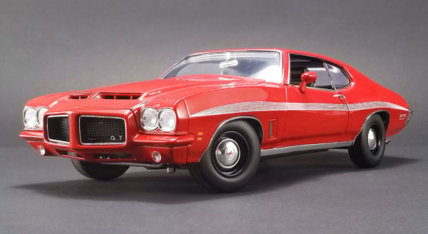 1972 Pontiac LeMans GTO in Cardinal Red (1:18)
