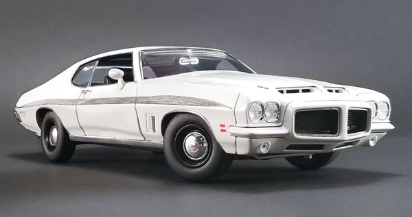 1972 Pontiac LeMans GTO in Cameo White (1:18)