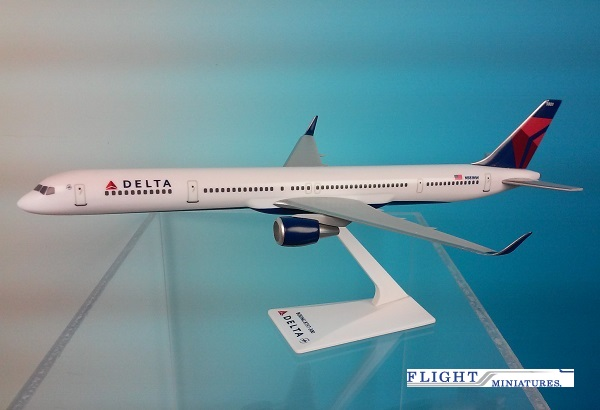 Delta 757-300 New Colors (1:200), Flight Miniatures Snap-Fit Airliners Item Number BO-75730H-007