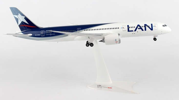 LAN 787-9 CC-BGA (1:200), Herpa 1:200 Scale Diecast Airliners Item Number HE557405